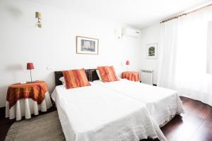 A bed or beds in a room at Solar do Morgado Oliveira
