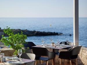 A restaurant or other place to eat at Kakkos Beach Hotel - Adults Only