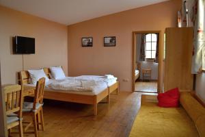 Ein Bett oder Betten in einem Zimmer der Unterkunft Penzion Mlýn Sedlec