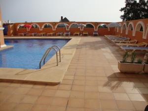 The swimming pool at or near Fenix Apartamentos