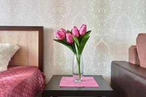 A seating area at Apartments On Patsaeva 19/1 D