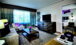 Гостиная зона в Universal's Loews Royal Pacific Resort