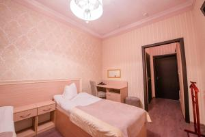 A bed or beds in a room at Hotel Florenciya