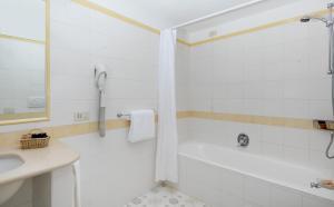 A bathroom at Hotel Bellavista