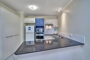 A kitchen or kitchenette at North Cove Waterfront Suites