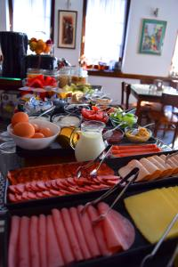Breakfast options available to guests at Hotel Theatre