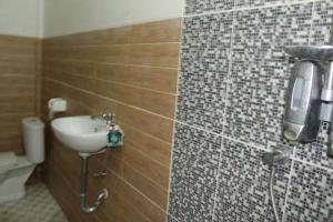 A bathroom at Chillin Kuta Homestay