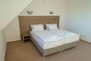 Łóżko lub łóżka w pokoju w obiekcie Penzion Koráb
