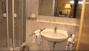 A bathroom at Landhaus Weilertal