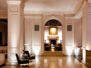 The lobby or reception area at The Ambassador Chicago – a Joie de Vivre Hotel
