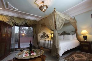 Кровать или кровати в номере The Red House