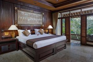 A bed or beds in a room at Hotel Tjampuhan Spa