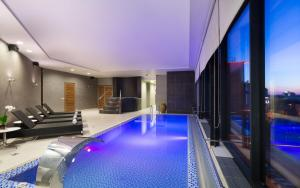 The swimming pool at or close to DoubleTree by Hilton Novosibirsk