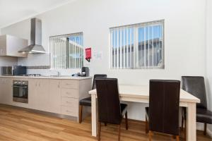A kitchen or kitchenette at Discovery Parks – Swan Valley
