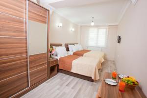 A bed or beds in a room at Birlik Apart Hotel