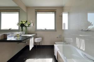 A bathroom at Eurostars Lucentum