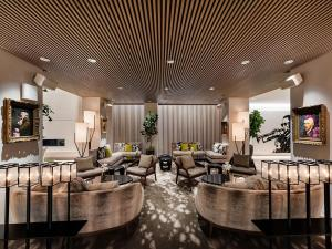 The lounge or bar area at Dream Hollywood