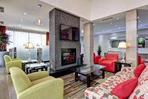 A seating area at Best Western Plus Toronto North York Hotel & Suites