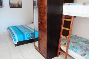 Poschodová posteľ alebo postele v izbe v ubytovaní Apartments by the sea Zaklopatica, Lastovo - 993