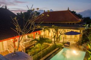 A view of the pool at Kakiang Guesthouse or nearby