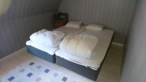A bed or beds in a room at Torp Källtorp B&B