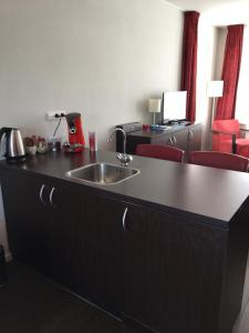 A kitchen or kitchenette at Bed & Breakfast Huys aan zee