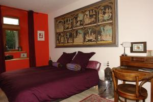 A bed or beds in a room at Domaine de Maleval