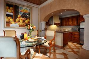 A kitchen or kitchenette at Eurostars Hacienda Vista Real