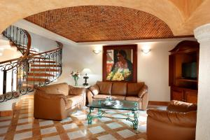A seating area at Eurostars Hacienda Vista Real