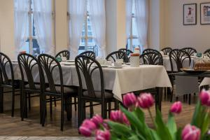 A restaurant or other place to eat at Historik Hotel Garni Christinenhof