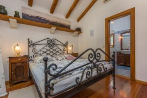 A bed or beds in a room at Guesthouse Casa Nova