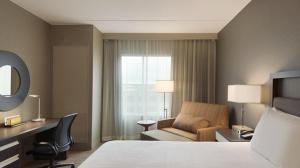 A bed or beds in a room at Hilton Garden Inn Rochester University