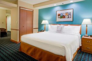 A bed or beds in a room at Fairfield Inn and Suites South Hill I-85