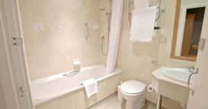 A bathroom at Sandbanks Hotel