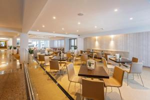 A restaurant or other place to eat at Hotel Zorna Plava Laguna