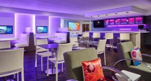 A restaurant or other place to eat at Aloft San Jose Cupertino