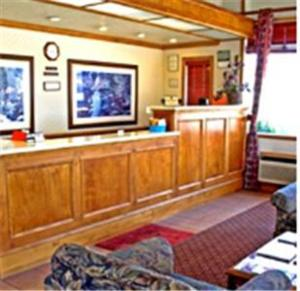 The lobby or reception area at Winnemucca Holiday Motel
