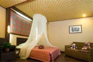 立建旅館房間的床