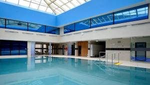 The swimming pool at or close to Hotel Diament Spodek