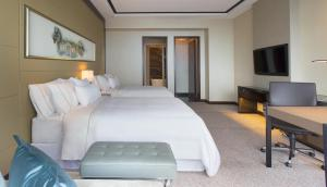 A bed or beds in a room at The Westin Singapore (SG Clean)