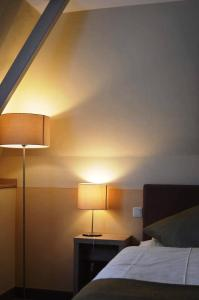 A bed or beds in a room at Hotel-Restaurant Dimmer