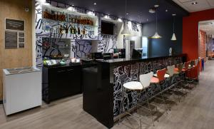 The lounge or bar area at Ibis Recife Aeroporto