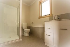 A bathroom at Sunny Gum