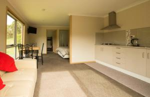 A kitchen or kitchenette at Sunny Gum