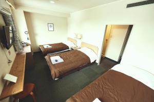 A bed or beds in a room at Sansui Global Inn