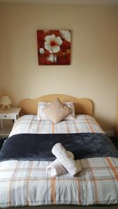 A bed or beds in a room at Athenry Village Apartments