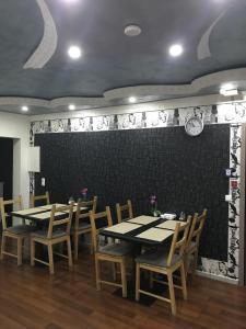 Ein Restaurant oder anderes Speiselokal in der Unterkunft Hotel-Pension Alt-Heidenberg