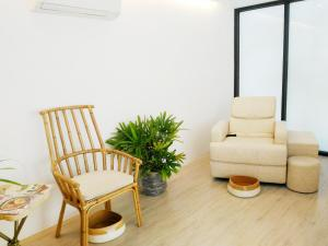 A seating area at Amorita Resort