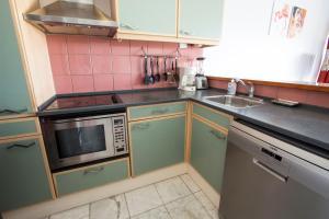 A kitchen or kitchenette at Dolce Vita