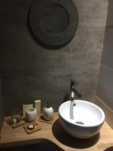 A bathroom at Au 1608
